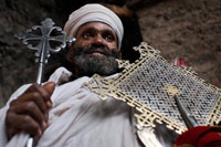 The priest of the church of Nakuto Lab, outside Lalibela shows his cross. It is unknown why were excavated soil or built, high construction of the building difficulty and increased costs. Shuffle several theories, one of the most accepted is that were raised during the height of Christian pilgrimage, with Jerusalem as the center axis or principal thereof, along the way, pilgrims faced many dangers and churches were exposed to vandalism and looting, perhaps this is the reason why the king decided to bury Lalibela churches, protecting them from possible looting.