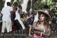 "Every July, thousands of Haitians are aimed at Saut d'Eau, a waterfall located 60 km north of Port au Prince, the most important pilgrimage Voodoo religion of this Caribbean country. They come after many hours away on foot, on donkeys and ""tap tap"", the typical coloradísimos and buses in search of good luck and benefits. In the cascade bodies and songs are mixed with scents of tea ready to ask favors from the loas. Iwas was reincarnated in Maras such as representing the love, truth and justice. It is normal to pay respects at the beginning of the ceremony that is associated with procreation and children, who often entertained in the presentation of offerings. Their counterparts in Christianity are San Cosme y San Damian and usually offer lots of food."