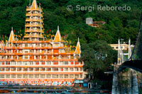 Trayanbakshwar TempleShri Trayanbakshwar temple was built by the organisation of the Guru Kailashanand. Rishikesh is a holy city for Hindus located in the foothills of the Himalaya in northern India in the Indian state of Uttarakhand. Rishikesh is also known as 'land of the Rishi'.