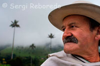 Marco Fidel Torres, with his face almost identical to John Baldez, this man promoted Colombian coffee in the Valley Cocora. Not only the geography and landscape of Salento are lovely. The people own the place have a true calling host. His natural kindness, his language soft, undulating, the stories always willing to be counted and the tranquility of the population, are reason to always be in a magical place. The geography of Salento is full of relief, water, green, hummingbird and a cheerful landscape, where the sun is mixed with the mist coming down from the mountain by rainbow play of light and the leaves of the eucalyptus trees and trees nativos.Este is a place for rest and the full enjoyment of the activities around nature and ecotourism. In the Los Nevados National Natural Park and its buffer zone are: the Cerro Morrogacho, Nevado Paramillo of Quindio Cocora Valley, gaps Cover and El Encanto, waterfalls as the Pata de Cabra, the Intake and the the stream of blackbirds, the Biological Station Star Water nature Reserve Acaime and the southern sector of Parque Nacional Natural Los Nevados, which are privileged settings for contact with nature.