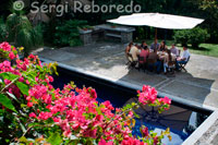 Customers in the pool of La Hacienda San Jose. Pereira. THE HACIENDA SAN JOSE, provides a peaceful guest house, now restored and equipped as a boutique hotel, adapting the IXX century mansion all the amenities and demands of the XXI century. His physiognomy external balconies with beautiful bougainvillea surrounded by lush rescues lines of colonial architecture and its interior through its furniture, embroidered linens, decor and excellent personal service summarizes the best of this land. We have 8 bedroom suites, each with its own characteristics and decoration, equipped with safety box, cable TV, and new entertainment centers. Up to 30 people in multiple accommodation. We offer our guests free of charge: Wetland, ecological path, Business Center, Beautiful gardens enlightened attention in 6 languages.