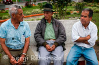 "Three grandparents talk in the central square of the population of Filandia. Quindío. Finlandia is one of the prettiest towns of Quindio, called by many ""Hill Illuminated"" welcomes you and invites you to visit all the tourist stronghold, environmental, landscape, history and architecture with which account. Filandia and is considered a cultural and environmental heritage of Colombia, covering a diverse range of goods such as landscapes, historic sites and urban centers, with their ancestors past and present. It also reflects and expresses the long processes of cultural development and provides the essence of the various regional and national identities continue in the balance of who we are as we go through times when local cultures should be strengthened from the reflection, contextualizarnos so firmly in the contemporary world and defend, cherish, save and preserve our heritage, in this case, considered one of the biggest attractions of the municipality. Moreover, it is worth noting that Filandia has established itself as tourist spot visited by people who are in this town Quindiano a really beautiful place to enjoy, where its rich heritage is also the warmth of its people, beauty landscape, the architectural urban corners, platforms, balconies traditional color, texture, playgrounds, crafts, history, tradition ... and many other things that only after knowing them and appreciate their magnitude, can be displayed, value, protect and restore our pride and heritage for our children. Come then and know the place that keeps the charm of earlier times, visit Filandia in Quindio and fall in love with her, remember that Filandia is architecture, ecotourism, crafts, landscape, history and tradition ... and has beautiful places to visit and tourist attractions that you'll love."