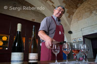 wine and cheese tasting with the Lord Roy DOC inside the Castle Valençay