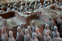 Shot of some of the figures of the Warriors of Xian. When you reach the pit number one, it fills an inner silence, contemplating the wonder shows in perspective the 6,000 figures of warriors, chariots and horses arranged in battle position and aligned towards the eastern end. The archers covering the southernmost areas but also occupy the first three lines of fire along the crossbowmen, then dragged the cars are arranged by four horses and a charioteer and defended by battalions of warriors. Subsequently, the bulk of the army appears ready in 36 rows and armed with spears, axes, daggers, swords and crossbows. The figures are sculpted in clay to a size of between 1'76 and 1.82 meters, one to one modeled probably the image of the army at that time served the Emperor Qin Shi Huang.