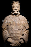 Bust of a Warriors in Xi'an. In this room also can delight us more closely with the presence of five soldiers: a pair of archers, a soldier with his horse and a couple of officers of medium and high range. To see that they can be closer than it perceived the degree of perfection and handling of sculptures, in which he is attentive to every detail, taking into account, also, that none of the parts are made in series and each piece is unique and different from the rest. The pit three is the smallest and is located twenty meters northeast of the first. It contains only 72 figures, composed mostly of officers, commanders and senior generals belonging to the control unit. Xian is the capital of the province and features a contrast between a modern and an old centre, fortifications that will make your camera click and those Terracotta warriors just a stone's throw away...
