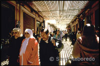 In these streets, where you're constantly jabbing with the great crowd of people that focuses on the souks, stalls with the widest range of products occur. There is virtually nothing you can dream can not find in the souks.